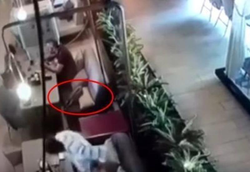 Момент гибели турецкого дипломата попал на камеры