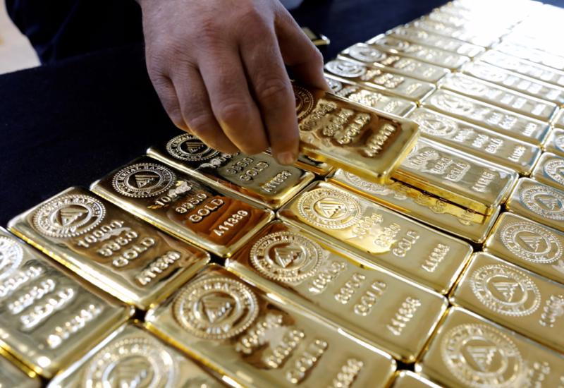 В аэропорту Ташкента мужчина пытался провезти в желудке золотые слитки