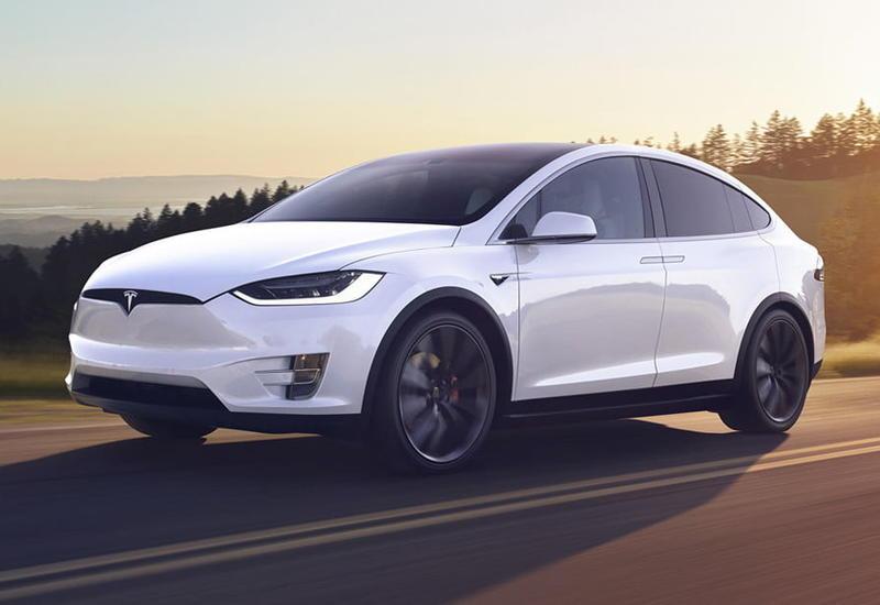 В машинах Tesla можно будет смотреть видео с YouTube и Netflix