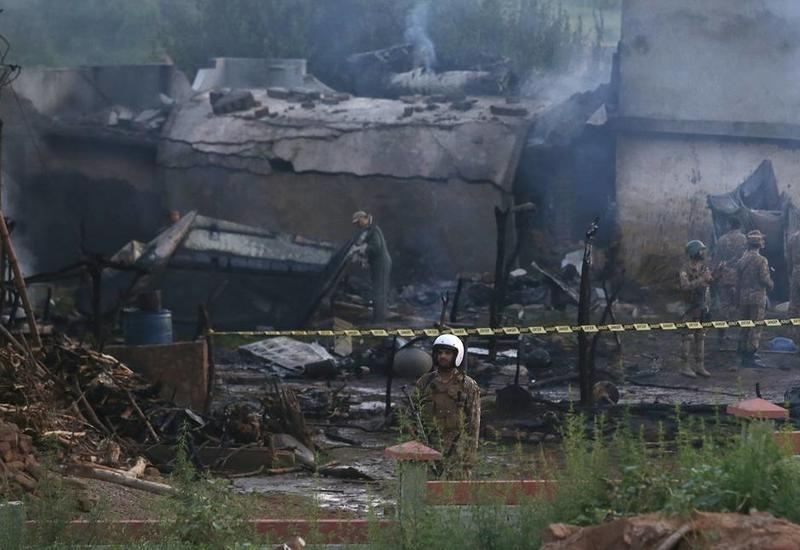 Число жертв при крушении самолета в Пакистане возросло до 18 человек