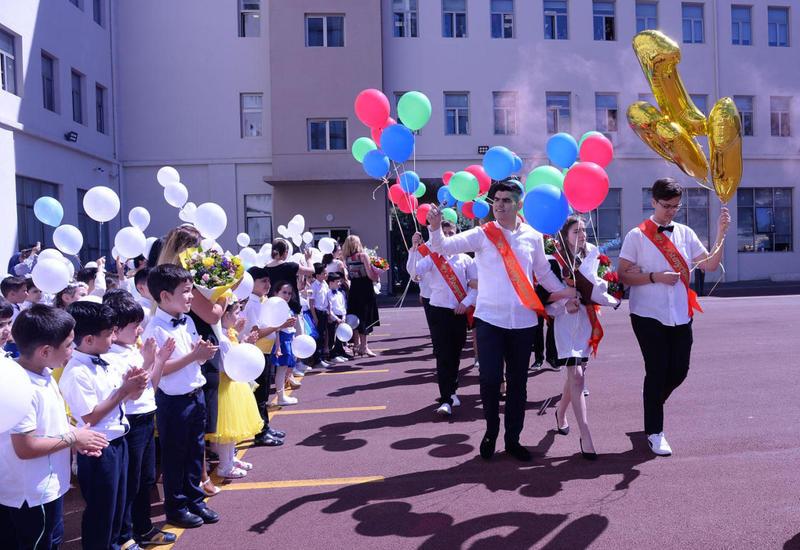 Десятки выпускников в Азербайджане окончили школу с золотой медалью