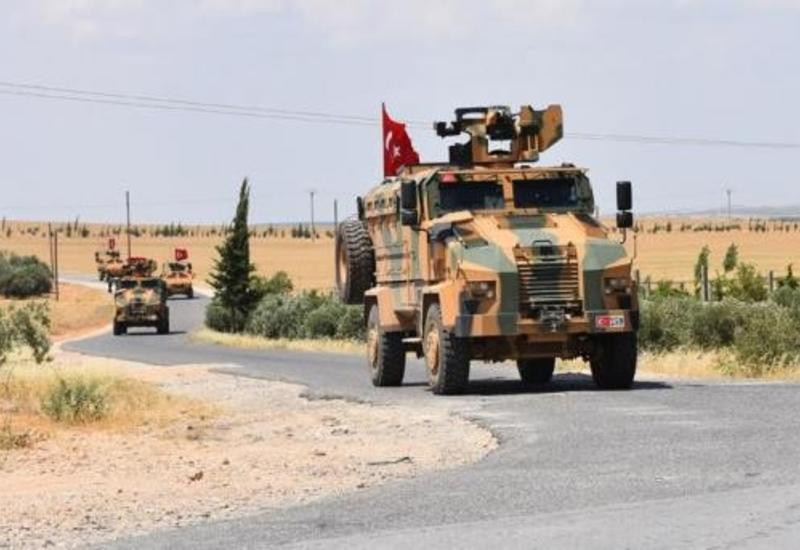 Турция направила военную технику на границу с Сирией