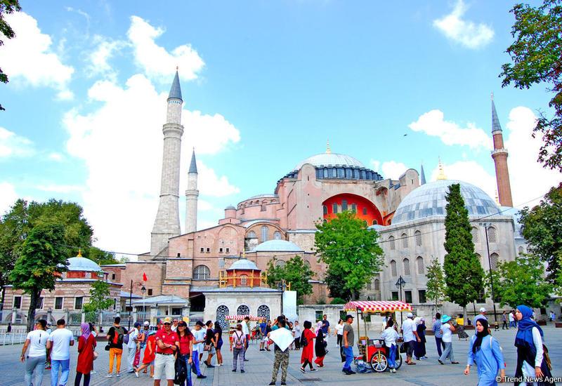 Сколько азербайджанских туристов посетилоТурцию?