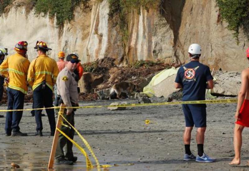 На пляже в Калифорнии обрушилась скала