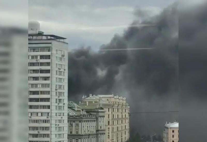 Крупный пожар в центре Москвы: обрушилась часть здания