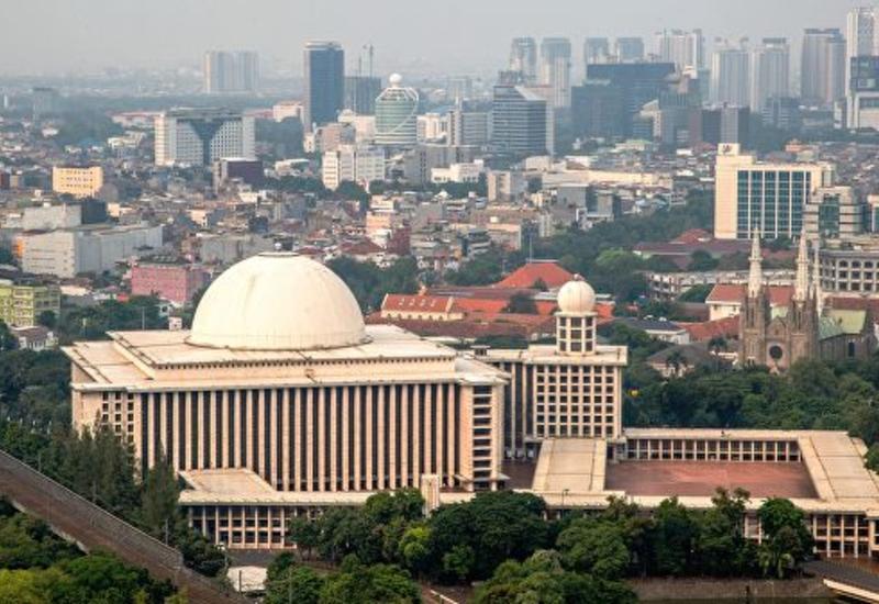 В столице Индонезии тысячи домов остались без электричества