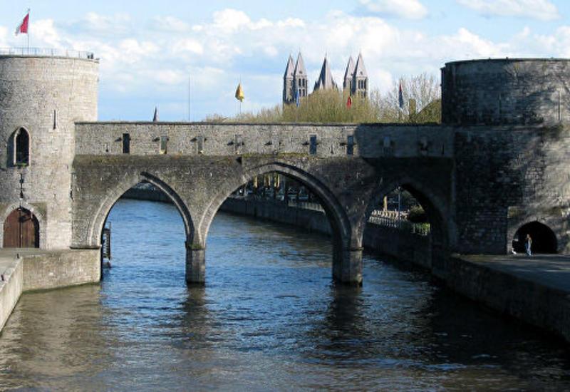 Жители бельгийского города возмущены сносом исторического моста
