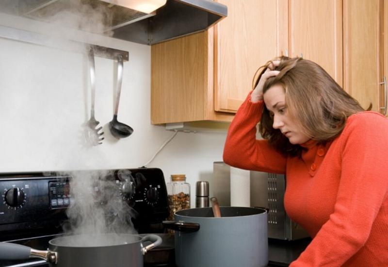 Как избавиться от запаха гари, если что-то «убежало» или сгорело на плите