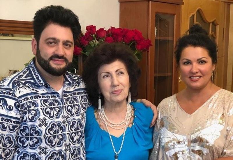 Анна Нетребко прилетела в Баку поздравить свекровь с юбилеем