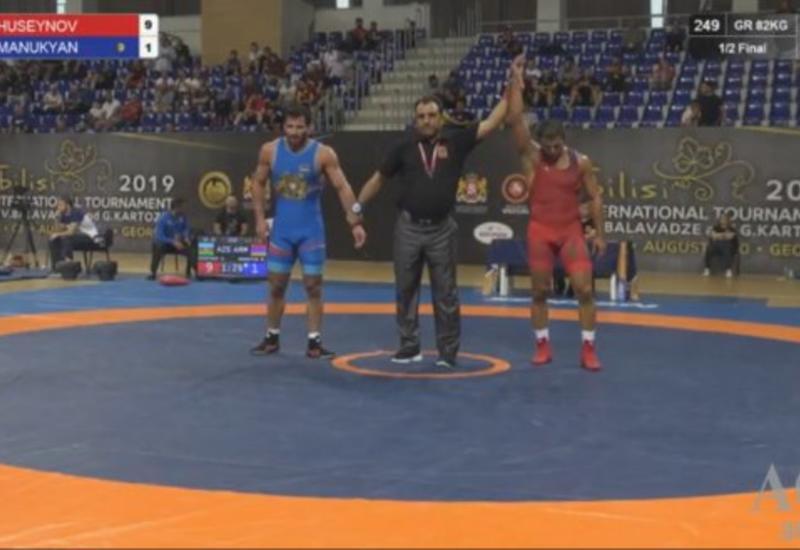 Азербайджанский борец победил чемпиона мира из Армении и вышел в финал