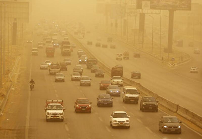В Иране из-за песчаной бури более 450 человек обратились за медпомощью