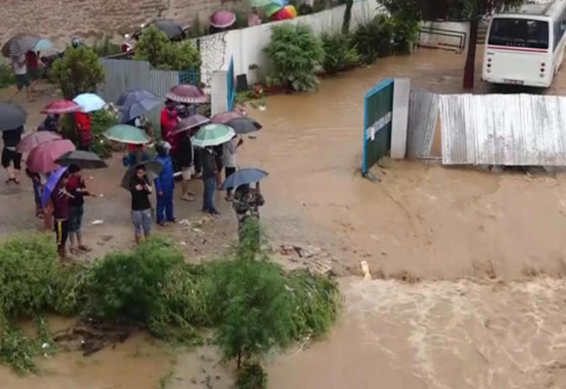 Число жертв ливней и наводнений на юге Индии возросло до 95