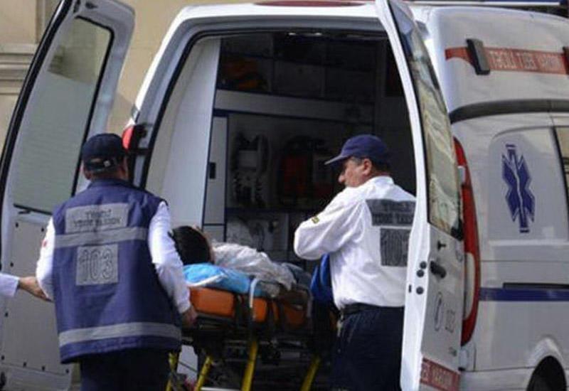 В Баку автомобиль сбил девушку