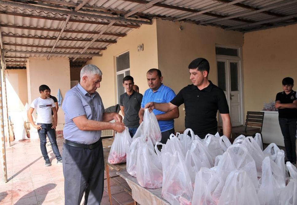 В Абшеронском районе более двум тысячам малообеспеченных семей розданы праздничные паи по случаю Гурбан байрамы