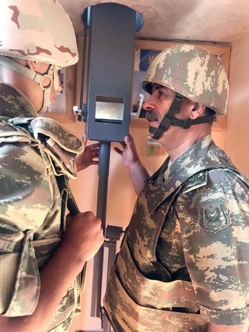 Министр обороны Азербайджана посетил передовые подразделения