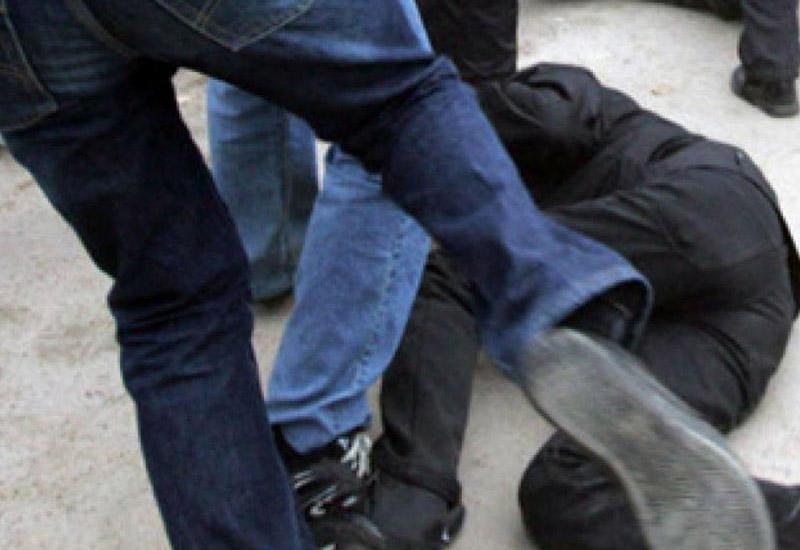 Охранники отправили россиянина в нокаут за отказ показать сумку