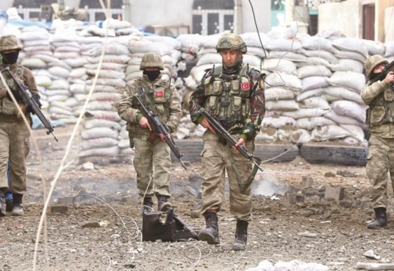 В Турции боевики напали на воинскую часть