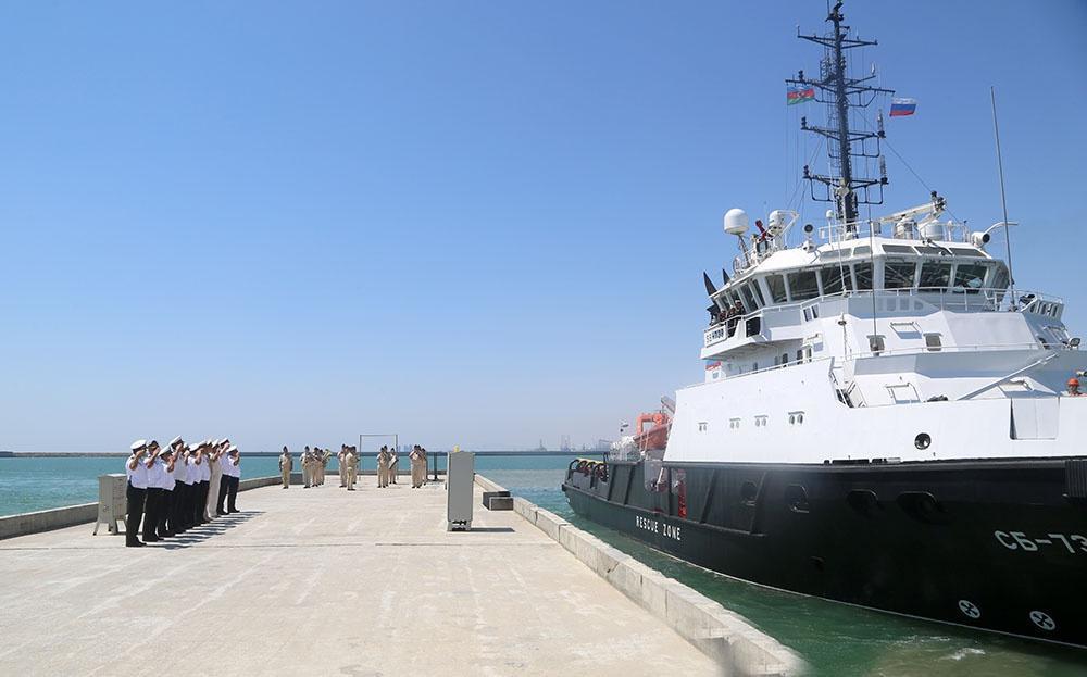 Военные корабли России и Ирана покинули бакинский порт