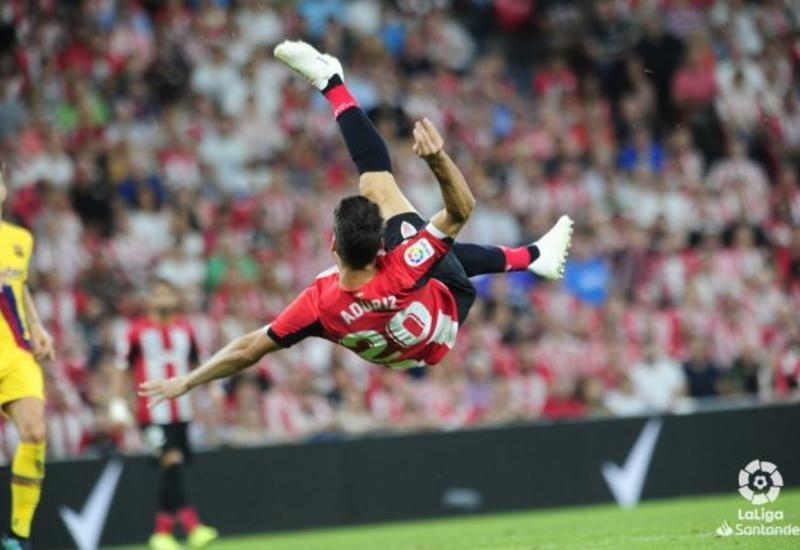 Футболист забил сумасшедший гол ударом через себя в ворота «Барселоны»