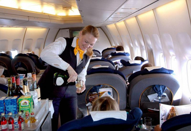 Стюардесса раскрыла секрет укрощения пьяных пассажиров