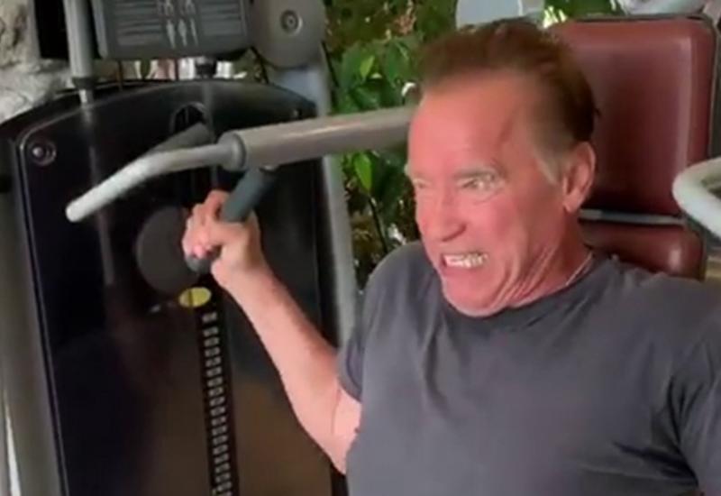 Шварценеггер показал силовые упражнения на тренажере