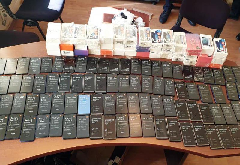 В Азербайджане пресечен незаконный ввоз в страну крупной партии смартфонов