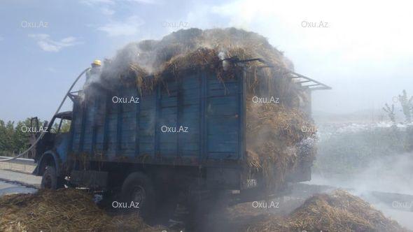 Bakı-Qazax yolunda otla dolu maşın yanır