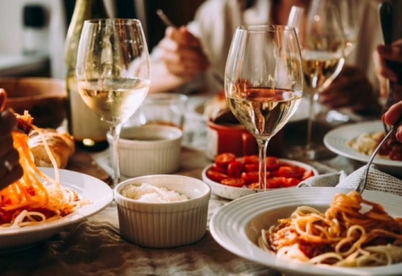 Restoran-kafelərin sayı artdıqca, ürək xəstəlikləri və infarkt çoxalır