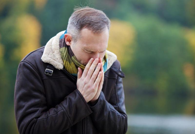 Почему чихать сзакрытым носом опасно?