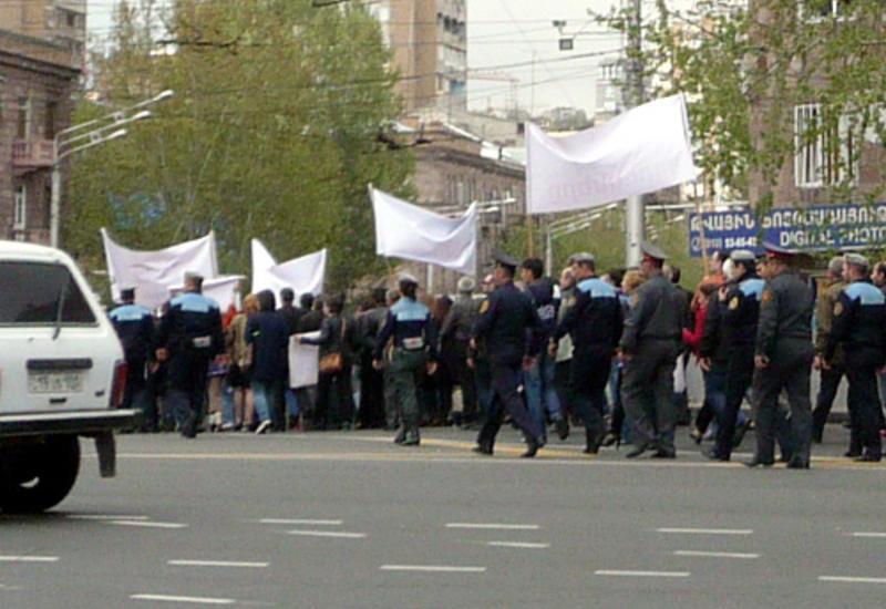 В Ереване активисты перекрыли проспект