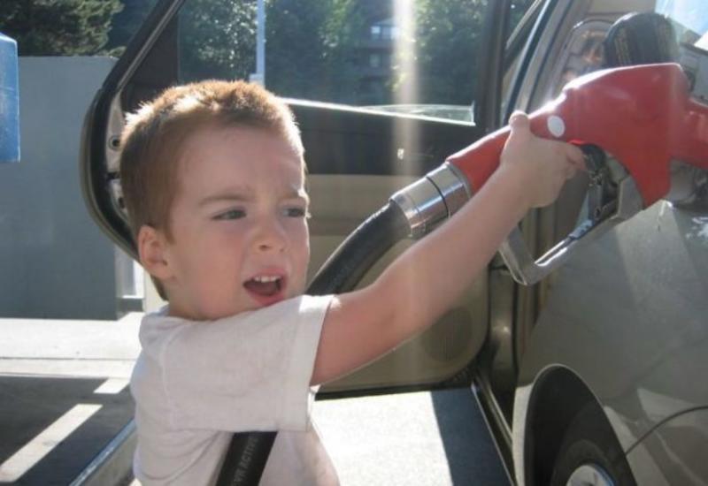 Поступок сына на автозаправке вызвал у отца слезы гордости