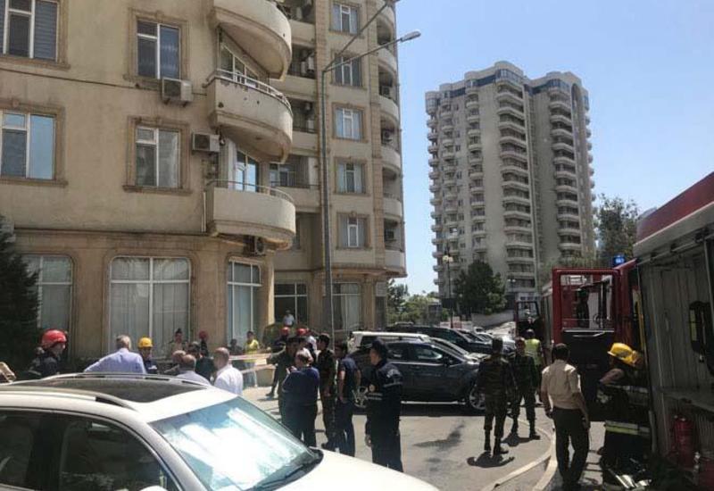 Сильный пожар в многоэтажке в Баку, идет эвакуация