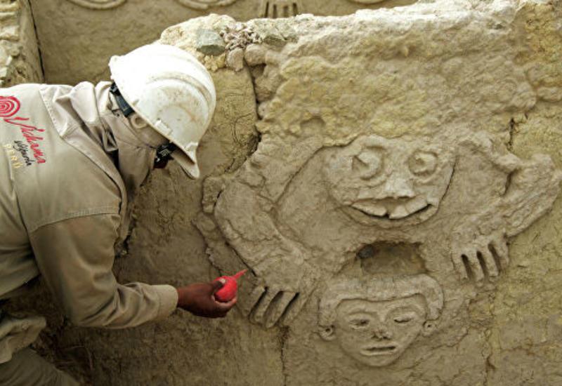 В Перу археологи обнаружили барельеф древнейшей цивилизации Америки