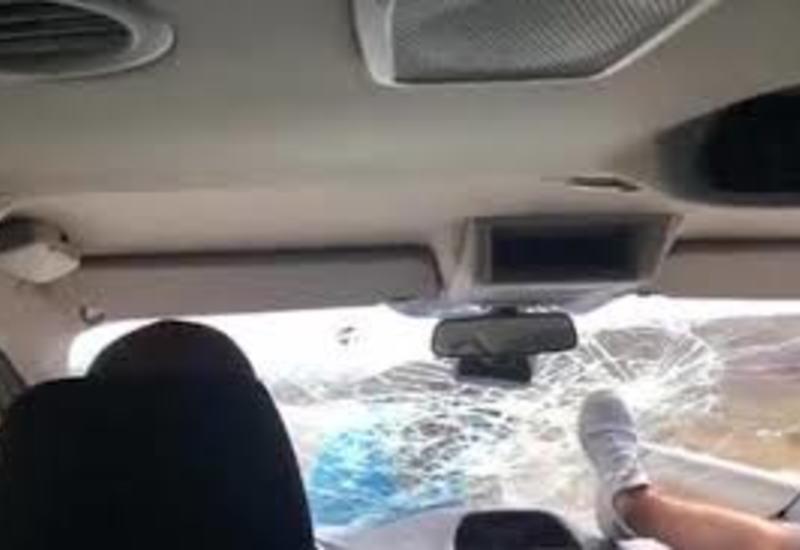 Ресторатор разнес лобовое стекло в машине гостей и прокатился на капоте