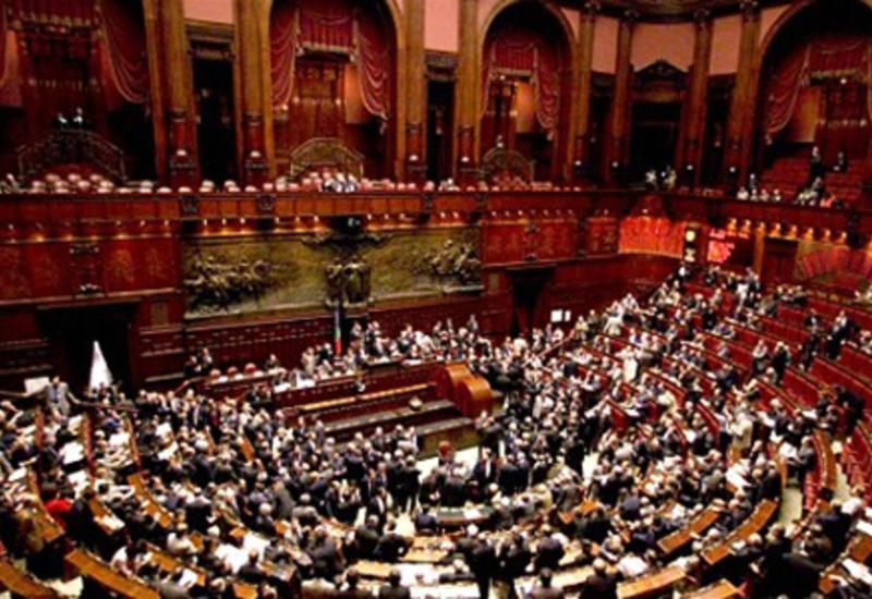 Нижняя палата парламента Италии приостановила работу