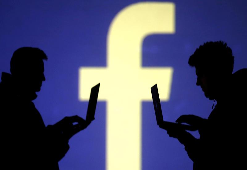 Facebook наймет журналистов для курирования новостной ленты