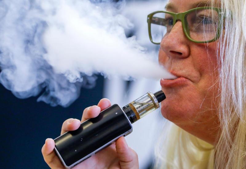 Загадочная болезнь, вызванная курением вейпа, поразила почти сто человек