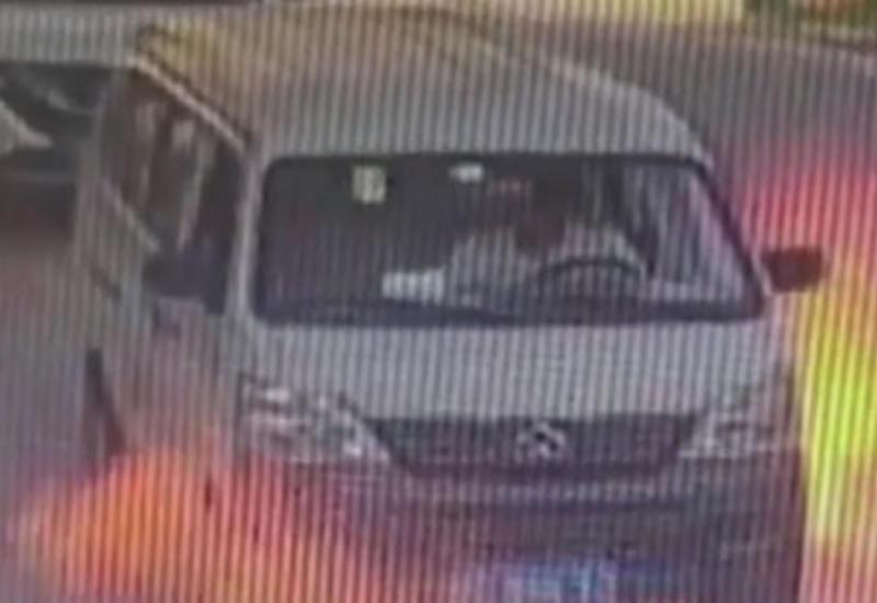 Водитель вовремя выпрыгнул из окна загоревшегося автомобиля