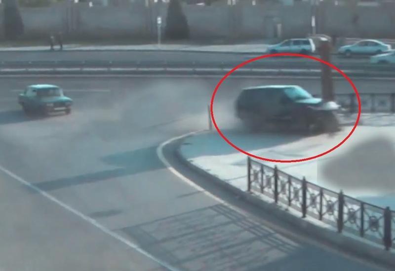 В Баку Range Rover въехал в парк на огромной скорости