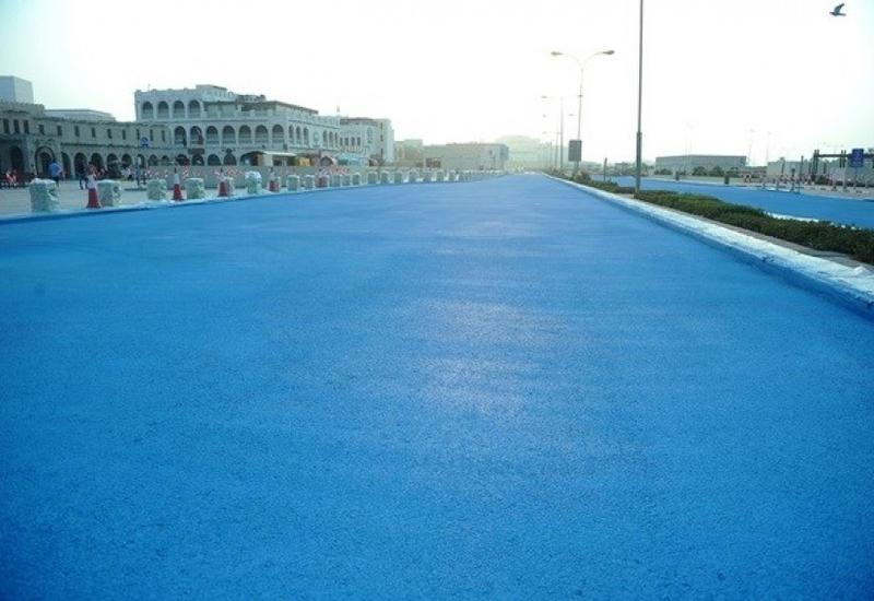 Зачем в Катаре власти требуют красить асфальт в голубой цвет