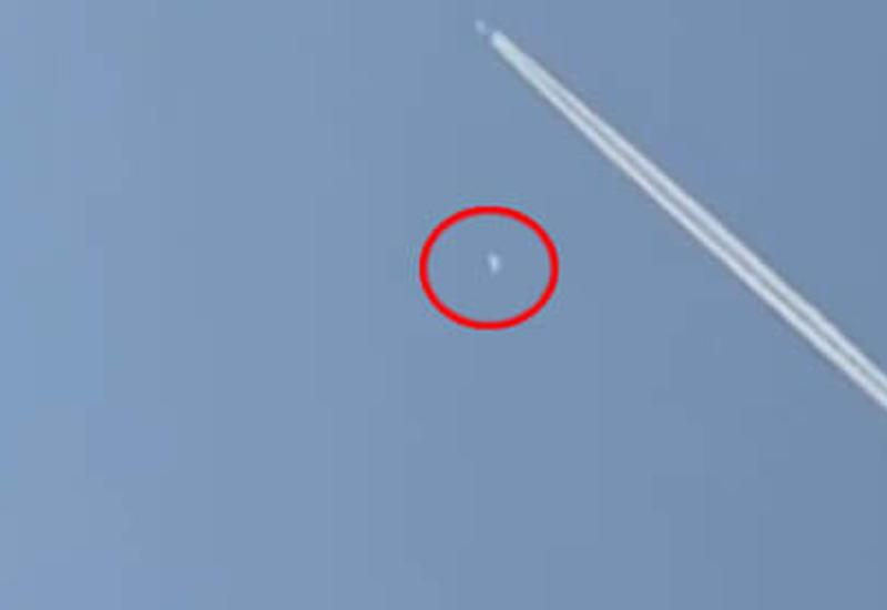 Рыбак снял на камеры НЛО, пустившийся в погоню за самолетом