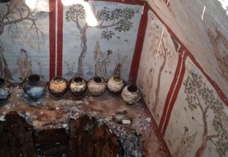 Роскошную тысячелетнюю гробницу нашли на детской площадке в Китае