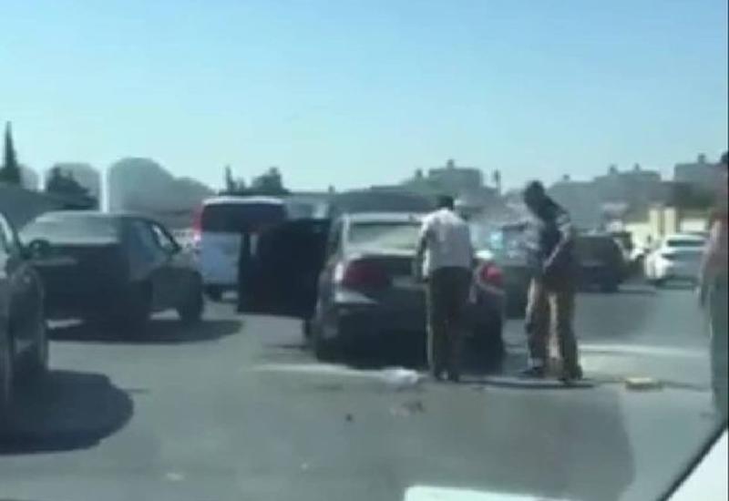 В Баку загорелся BMW