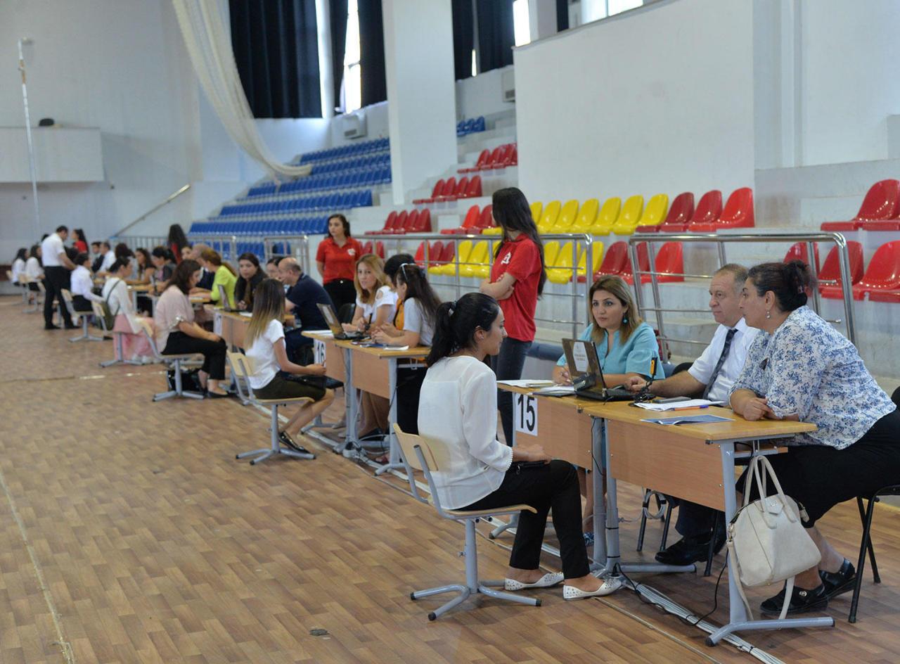 В Азербайджане открыли тысячи вакансий для учителей