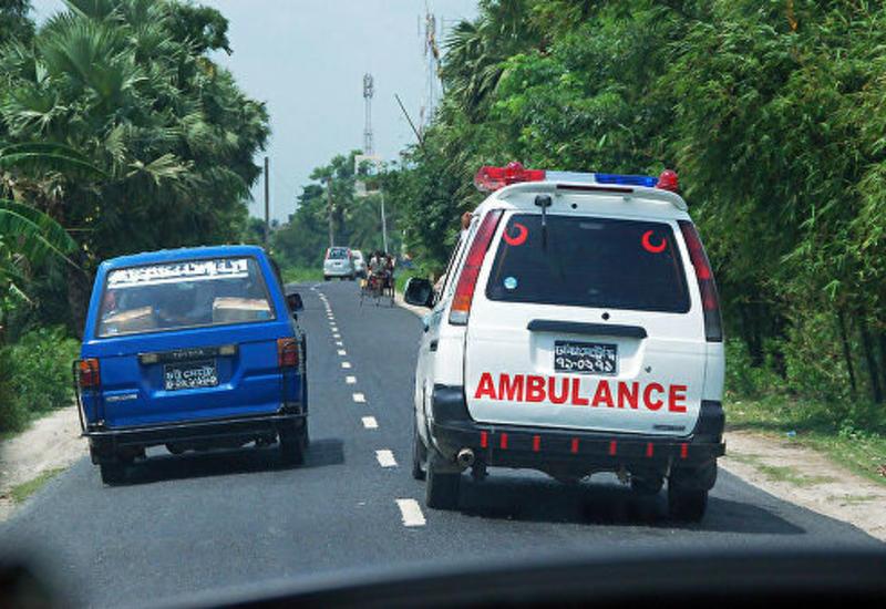 В Бангладеш автобус упал с моста, есть жертвы