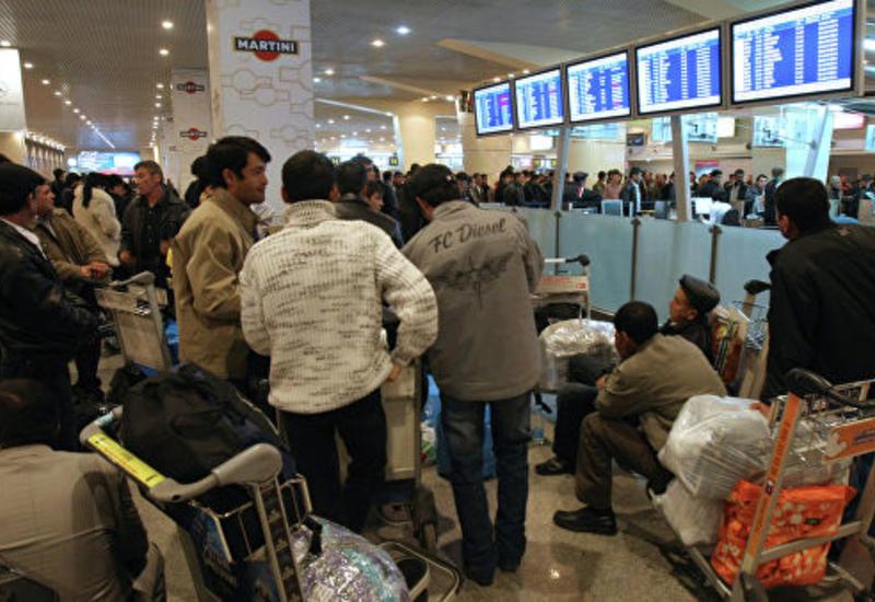 В московских аэропортах задержаны и отменены десятки рейсов