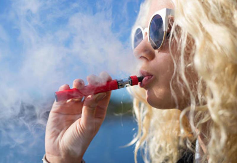Эксперт рассказал о вреде электронных сигарет