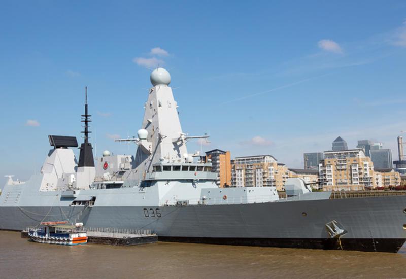 Великобритания направила в Ормузский пролив эсминец Defender