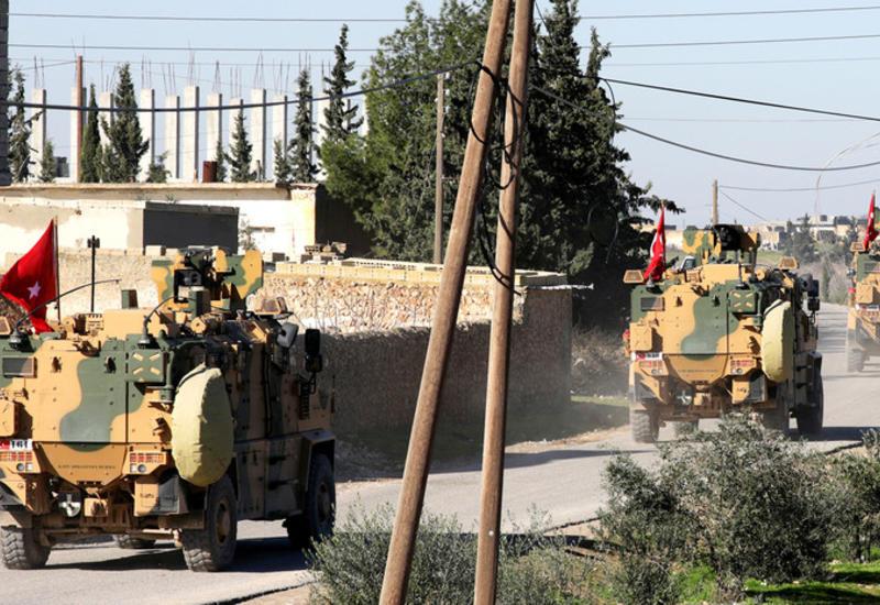 Турция направила к границе с Сирией колонну бронетехники