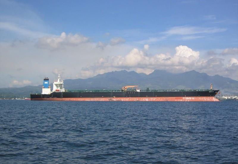 Иран продал груженный нефтью танкер